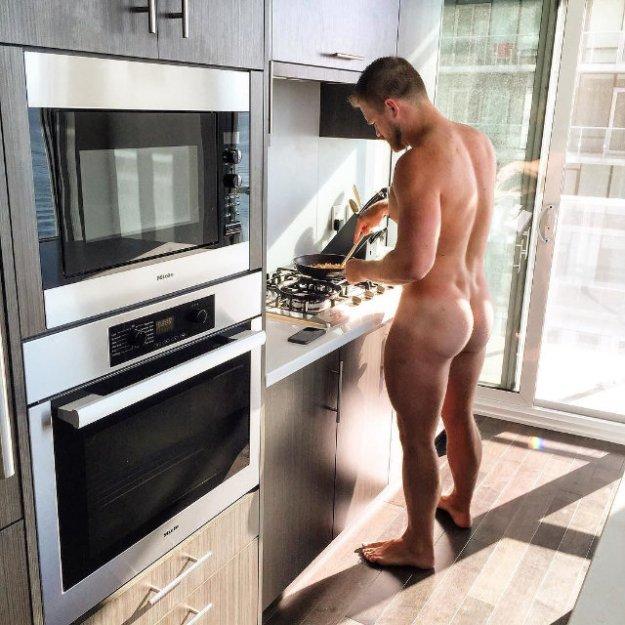 gay-cook_sexy-men-in-kitchen_00016