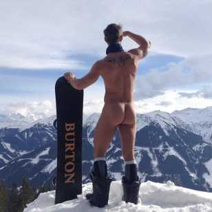 #naked at the top of #schattbergwest #2096m in #austria #skiing #hinterhag #hinterglemm #saalbach #bevski #naking #sun #snow #snowboard #oakley #burton #justfun #2015